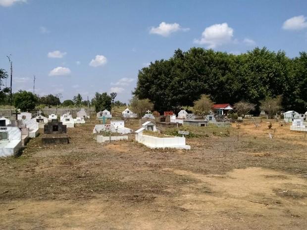 Coroa de Flores  Cemitério Municipal de Alta Floresta D'Oeste - RO