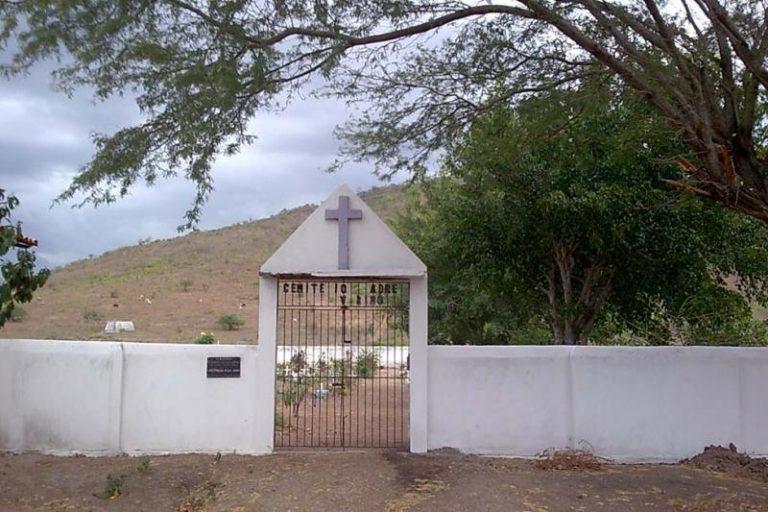 Coroa de Flores Cemitério Municipal de Parintins - AM