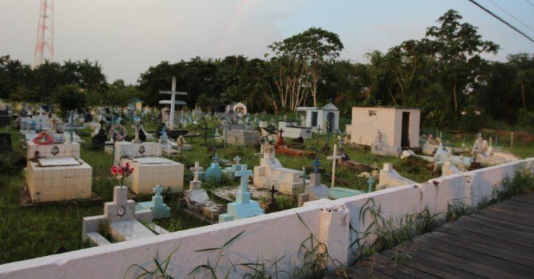 Coroa de Flores Cemitério Municipal de Afuá - PA