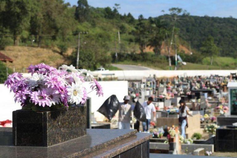 Coroa de Flores Cemitério Municipal de Água Azul do Norte - PA