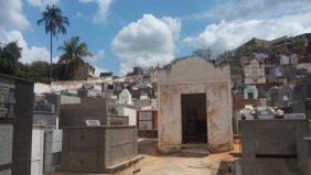 Coroa de Flores Cemitério Municipal de Aperibé – RJ