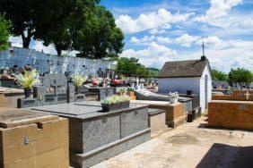 Coroa de Flores Cemitério Municipal Santa Rosa Barra Do Piraí – RJ