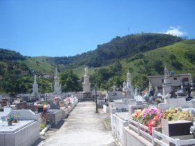 Coroa de Flores Cemitério Municipal do Bananal – RJ