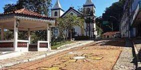 Coroa de Flores Cemitério Municipal de São José do Vale do Rio Preto – RJ