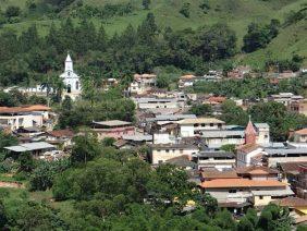 Coroa de Flores Cemitério Municipal de Amparo do Serra – MG