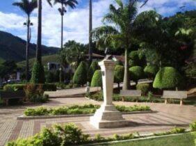 Coroa de Flores Cemitério Municipal de Durandé – MG