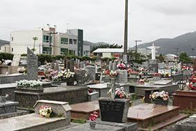 Coroas de Flores Cemitério Municipal São Gregório